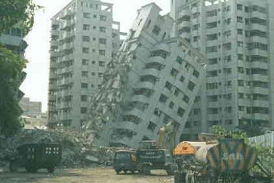 پاورپوینت بررسی روشهای مقابله با زلزله در ساختمانها